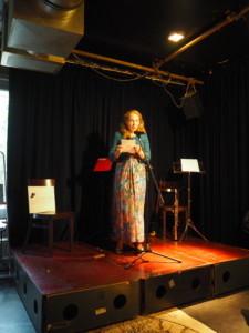 Erna van Dulken draagt voor uit Zwanenvergadering